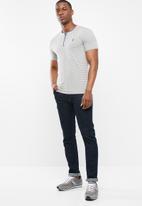 POLO - Benjamin fine stripe short sleeve henley - grey & blue