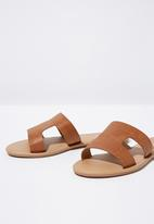 Cotton On - Faux leather reptile slides - brown