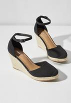 Cotton On - Canvas closed toe wedges - black