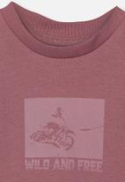 Cotton On - Max skater short sleeve tee - burgundy
