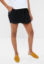 Superbalist - Soft flowy shorts - black