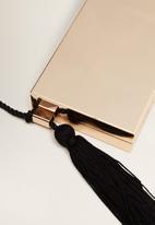MANGO - Tassel metal clutch - gold