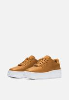 Nike - Air Force 1 Sage Low Lux - wheat/wheat-metallic gold-white