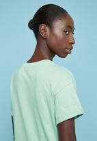 Superbalist - Boxy tee with roll up sleeve - green