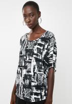 Revenge - Shell sleeve top - black & white