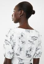 New Look - Animal square neck button through crop top - cream & green