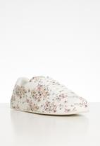 Call It Spring - Sauwia floral print lace-up sneaker - white
