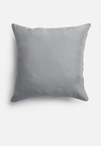 Grey Gardens - Geo cushion cover - blue