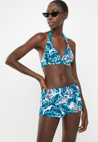 Jacqueline - Monstera shorts - blue & white
