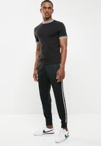 Nike - Nike sportswear jogger tribute - black & white