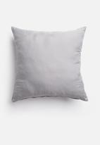 Grey Gardens - Charm cushion cover - moonlight
