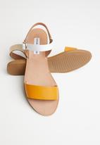 Steve Madden - Donddi sandal - mustard