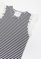 POP CANDY - Flutter sleeve vest - black & white