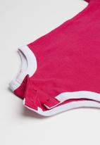 Nike - Brush stroke heart - pink