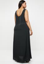 AMANDA LAIRD CHERRY - Plus size pietra patterned maxi dress - black