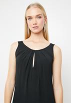 AMANDA LAIRD CHERRY - Pietra patterned maxi dress - black