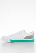 Miss Black - Faux leather lace-up flatform sneaker - white