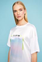 Superbalist - Combo fabric printed T-shirt dress - white