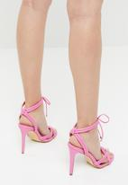 Madison® - Faux leather knotted heels - pink