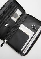 Typo - Odyssey travel compendium - black