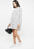 Missguided - Polka dot oversized denim dress - white & black