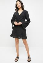 Missguided - Lace up back frill dress - black
