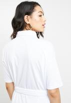 Missguided - Jersey belted short sleeve shirt dress - white