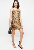 Missguided - Zebra cami shift dress - tan & black