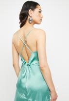 Missguided - Cami asymmetrical midi dress satin plain - green