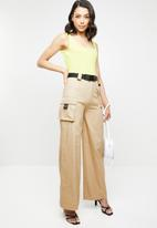 Missguided - Wide leg seatbelt cargo trousers - neutral