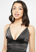 Missguided - Stretch satin cupped cami midi dress - black