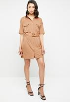 Missguided - Jersey belted shirt dress - brown