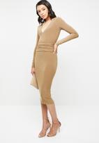 Missguided - Slinky plunge waist band midi dress - beige