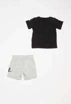 Nike - Short sleeve tee & short set - grey & black