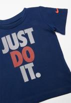 Nike - Short sleeve tee & short set - red & blue