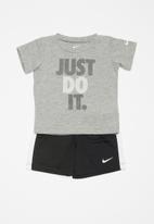 Nike - Short sleeve tee & short set - black & grey