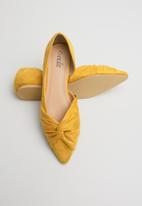 edit - Zeenat pumps - yellow