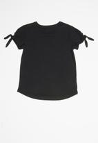 GUESS - Teens short sleeve guess roped heart tee - black