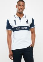 POLO - Luke custom fit upstyled ss pique golfer - navy & white