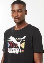 PUMA - Graphic tee brand carrier - black
