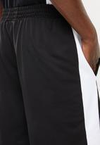 PUMA - T7 short - black & white
