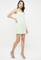 Missguided - Tie strap cami shift dress - green