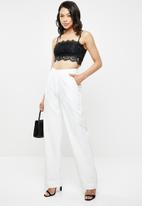 Missguided - Strappy straight neck lace bralette - black