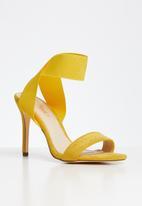 Miss Black - Herrera heel - yellow
