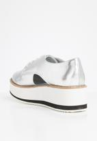 Steve Madden - Faux leather flatform brogue - silver