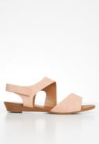 Butterfly Feet - Faux leather low wedge sandal - pink