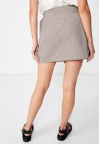 Cotton On - Woven millie houndstooth skirt - brown