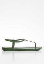 Ipanema - Class pop T-strap sandal - green