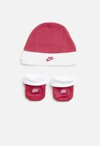 Nike - Futura hat and bootie - pink & white