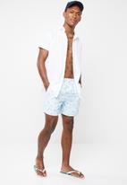 Brave Soul - Capri palm print swim shorts - blue